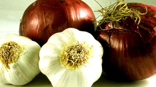 The Benefits of Onions and Garlic: Nature's Weapons against Cancer
