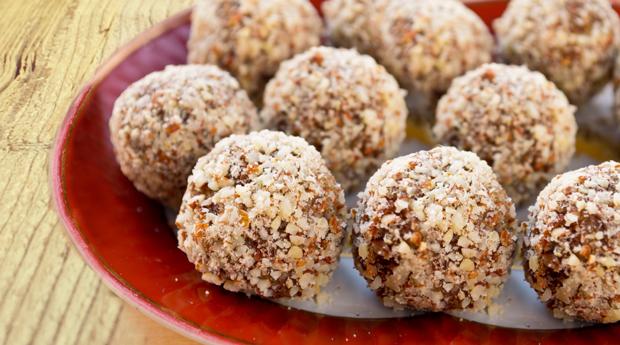 Almond-Goji-Nut-Cookies-over-wood-PInterest-image-2