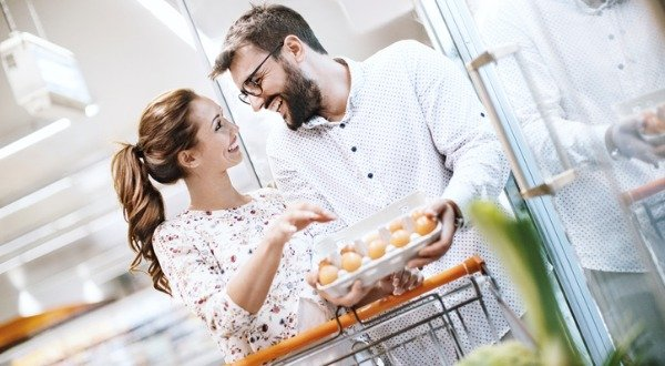 couple shopping for healthy food
